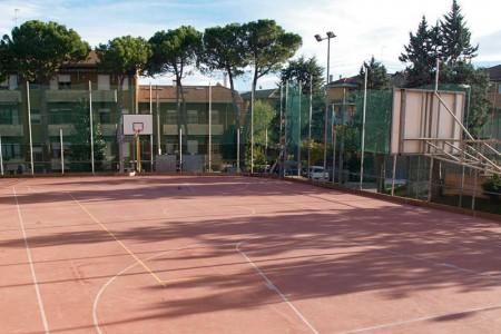 Campo da Basket - Pallavolo regolamentare - Pista di pattinaggio e skateboard